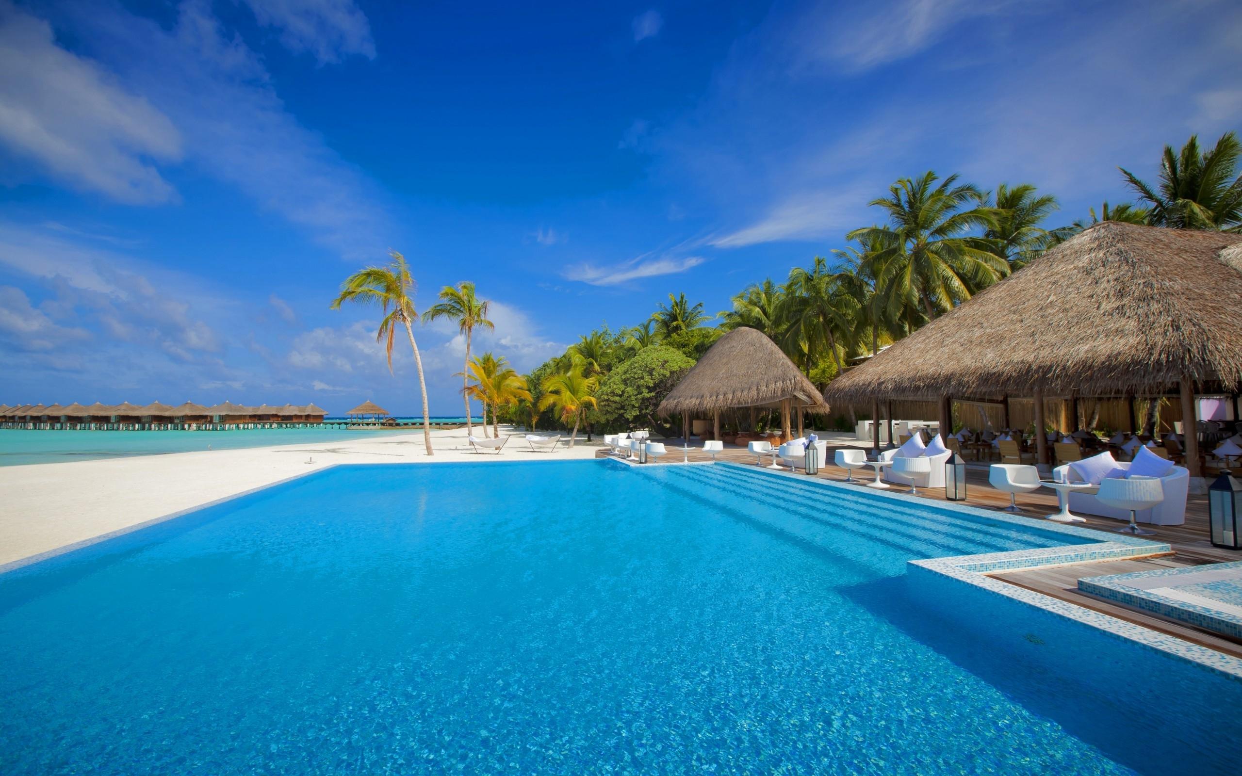 Download Exotic Resort Wallpapers 2560x1600