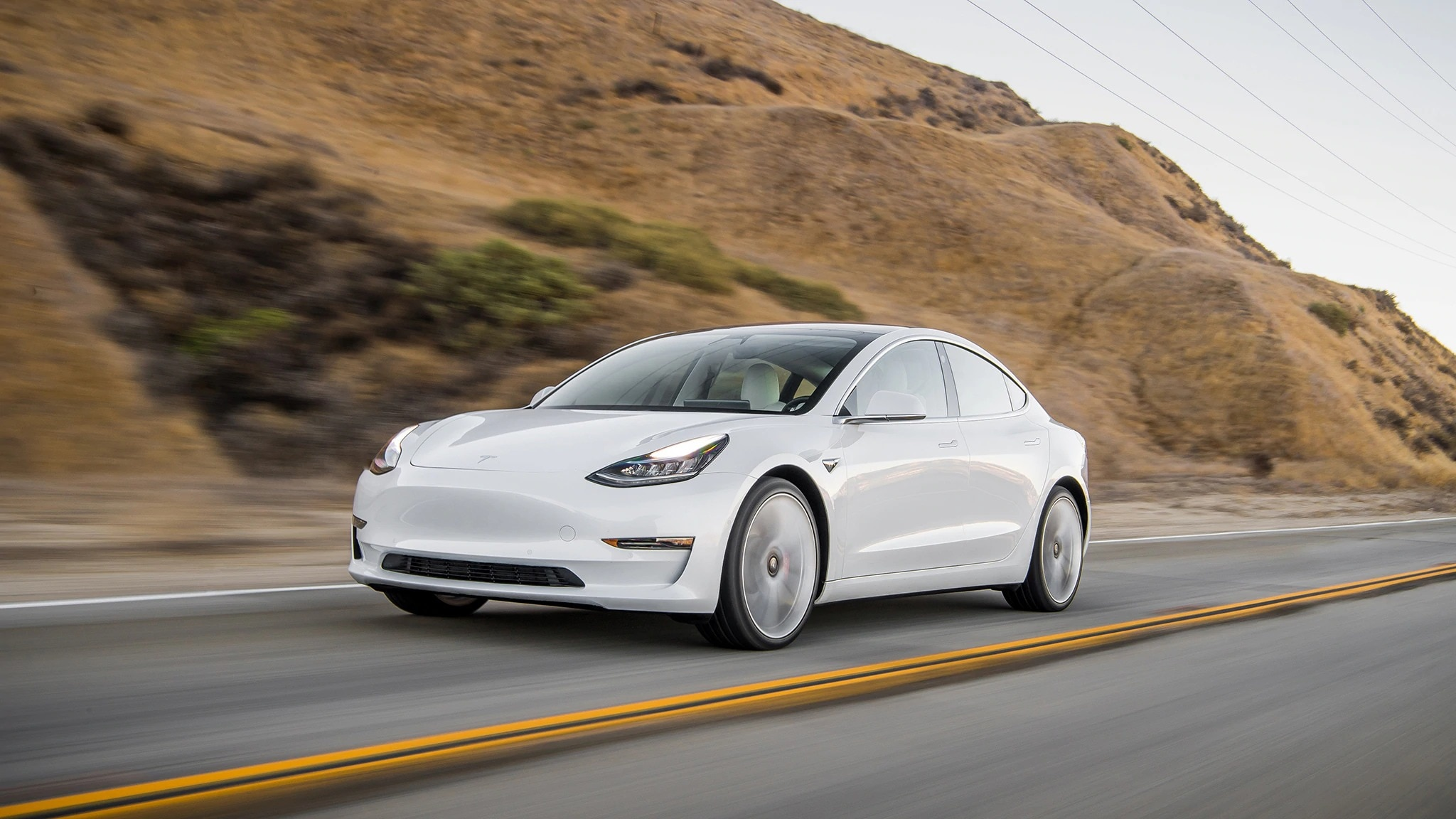 2021 Tesla Model 3 Packs More Range Interior and Exterior 2048x1152