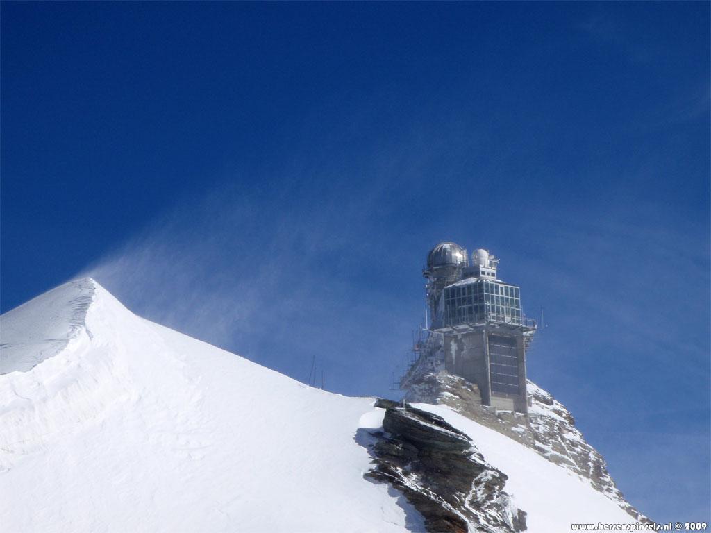 Wallpaper Jungfraujoch   The observatory on top of Jungfraujoch 1024x768