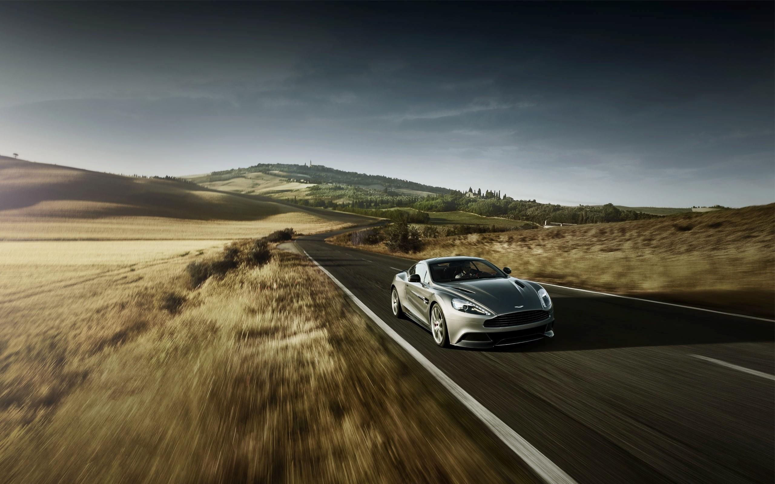 Graue Aston Martin Beschleunigung vorne Angle View Desktop Hintergrund 2560x1600