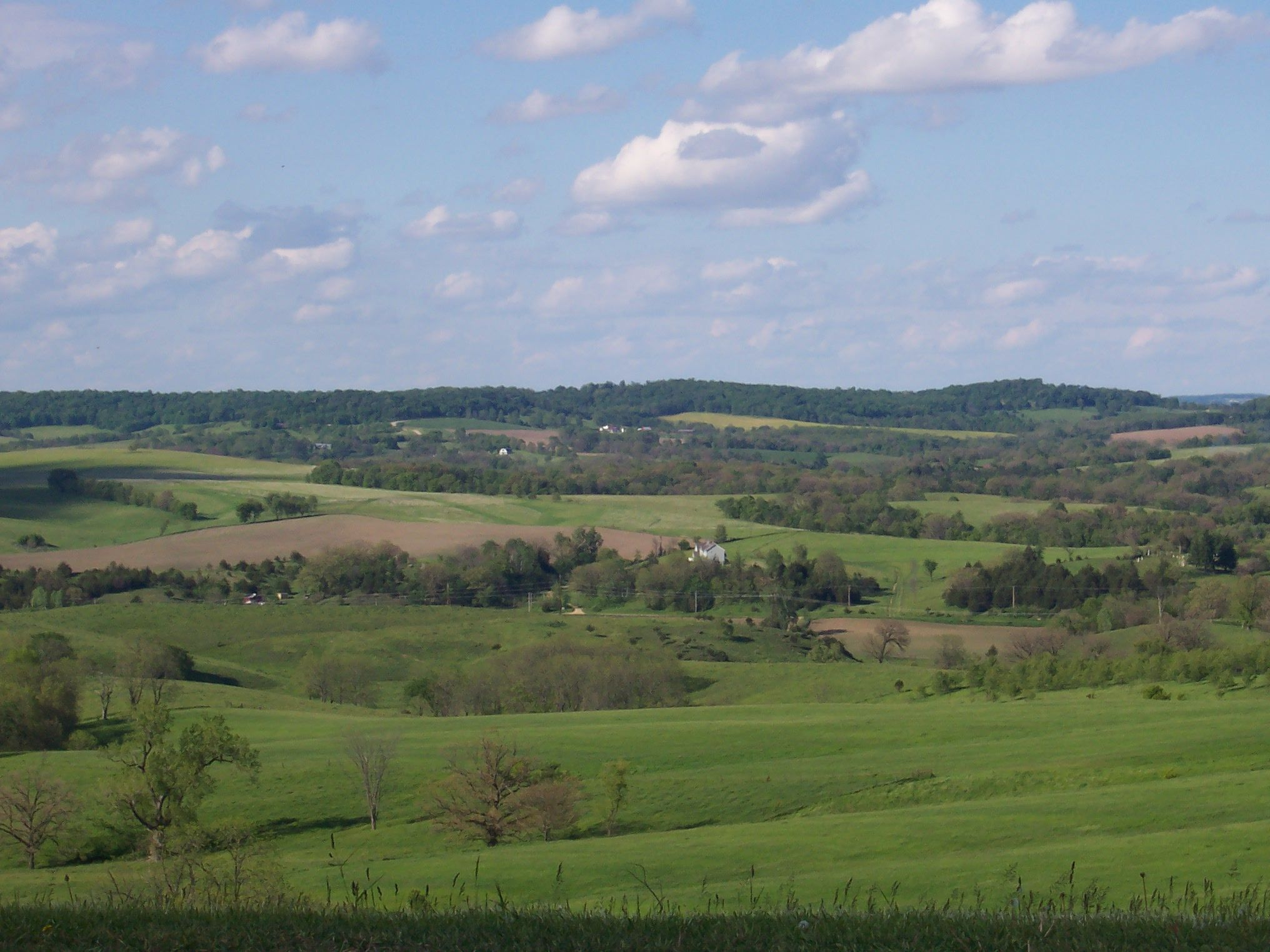 Home I miss the rolling hills and farmland of northern Illinois 2032x1524