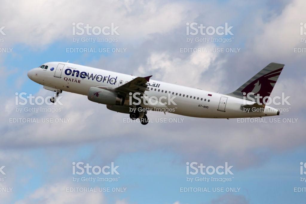A7aho Qatar Airways Airbus A320200 Aircraft On The Cloudy Sky 1024x683