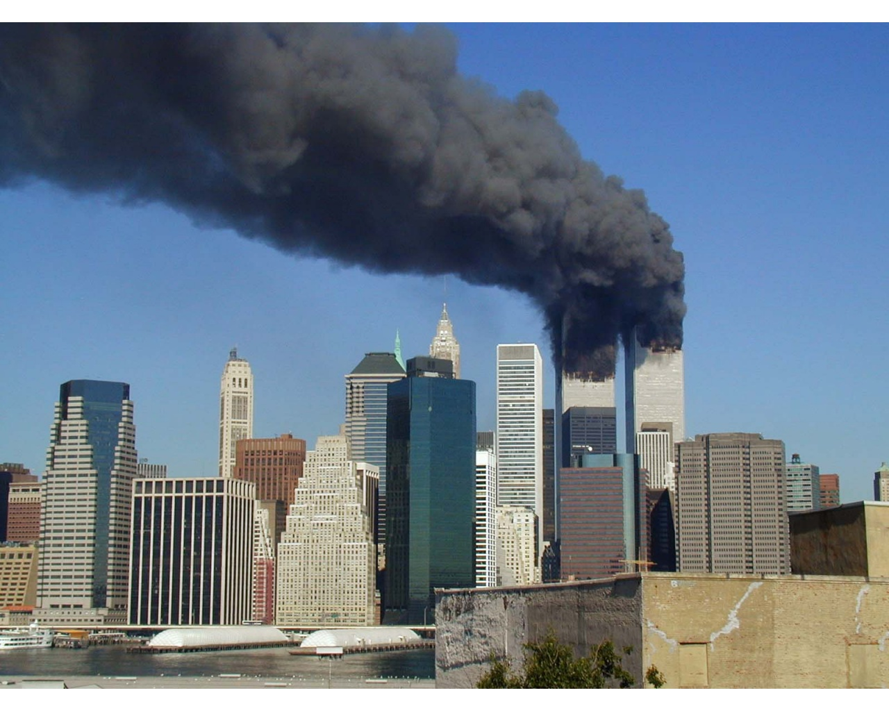 WTC Smoking on 911 Wallpapers   1280x1024   332846 1280x1024
