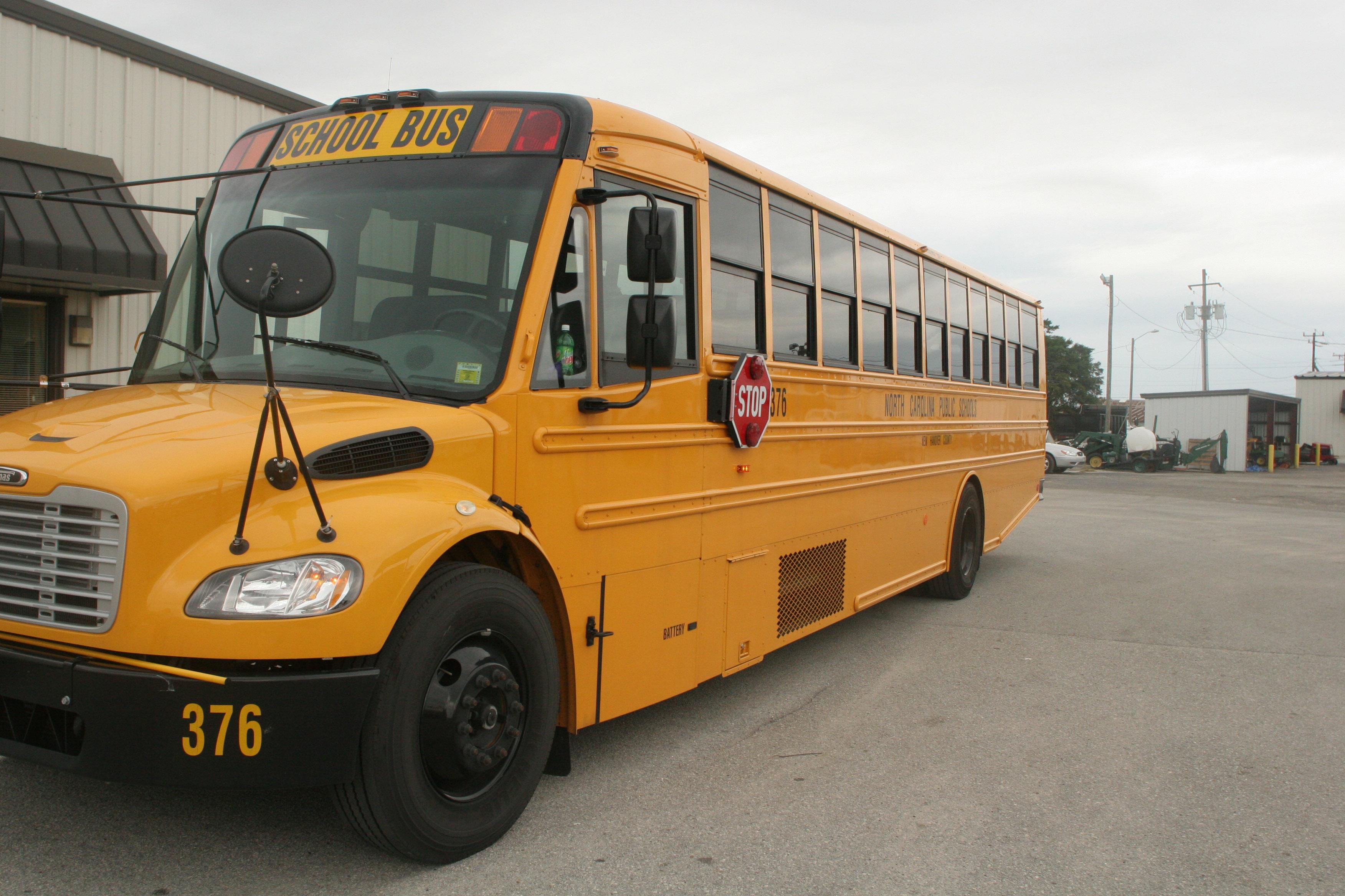 School bus 3504x2336