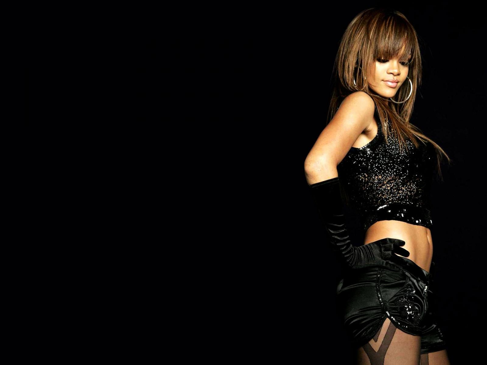 Rihanna Wallpapers Rihanna Sexy Wallpapers 1600x1200