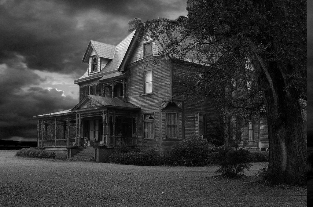 Haunted House background by mysticmorning 1024x678