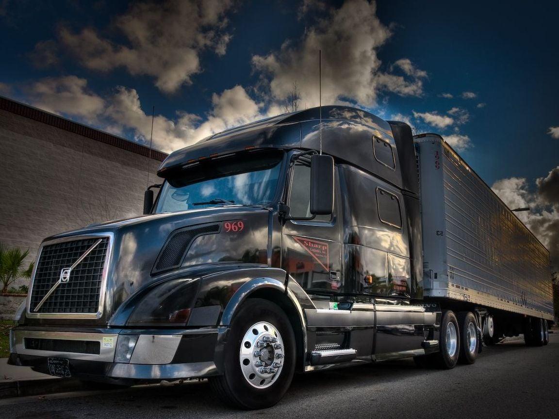 Download full size Volvo Trucks Wallpaper Num 86 1152 x 864 1152x864