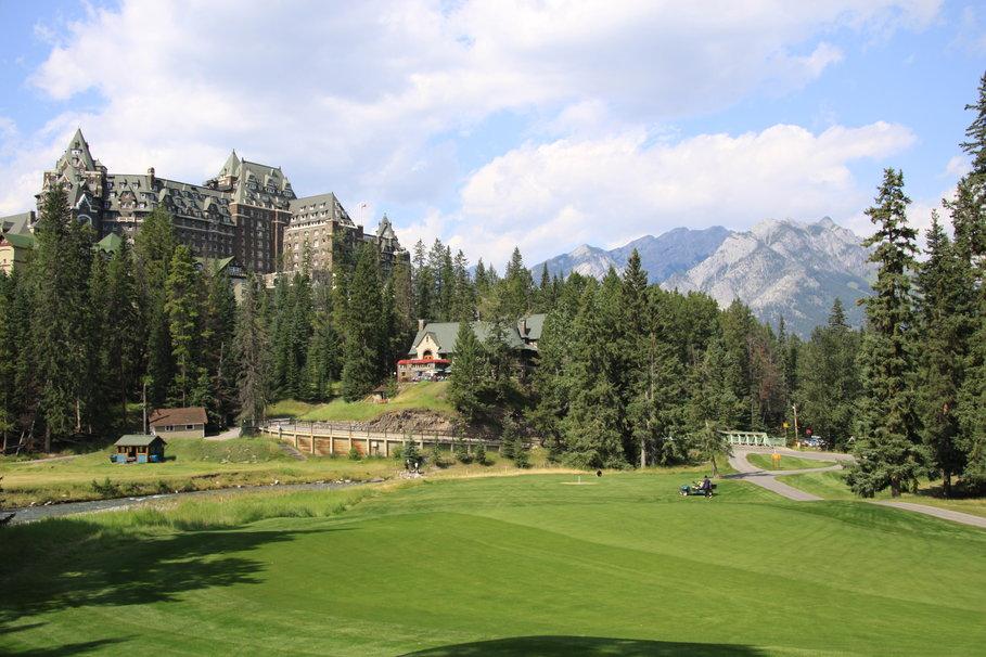 Golf Course Wallpaper 1680x1050 Mountains golf course in 909x606