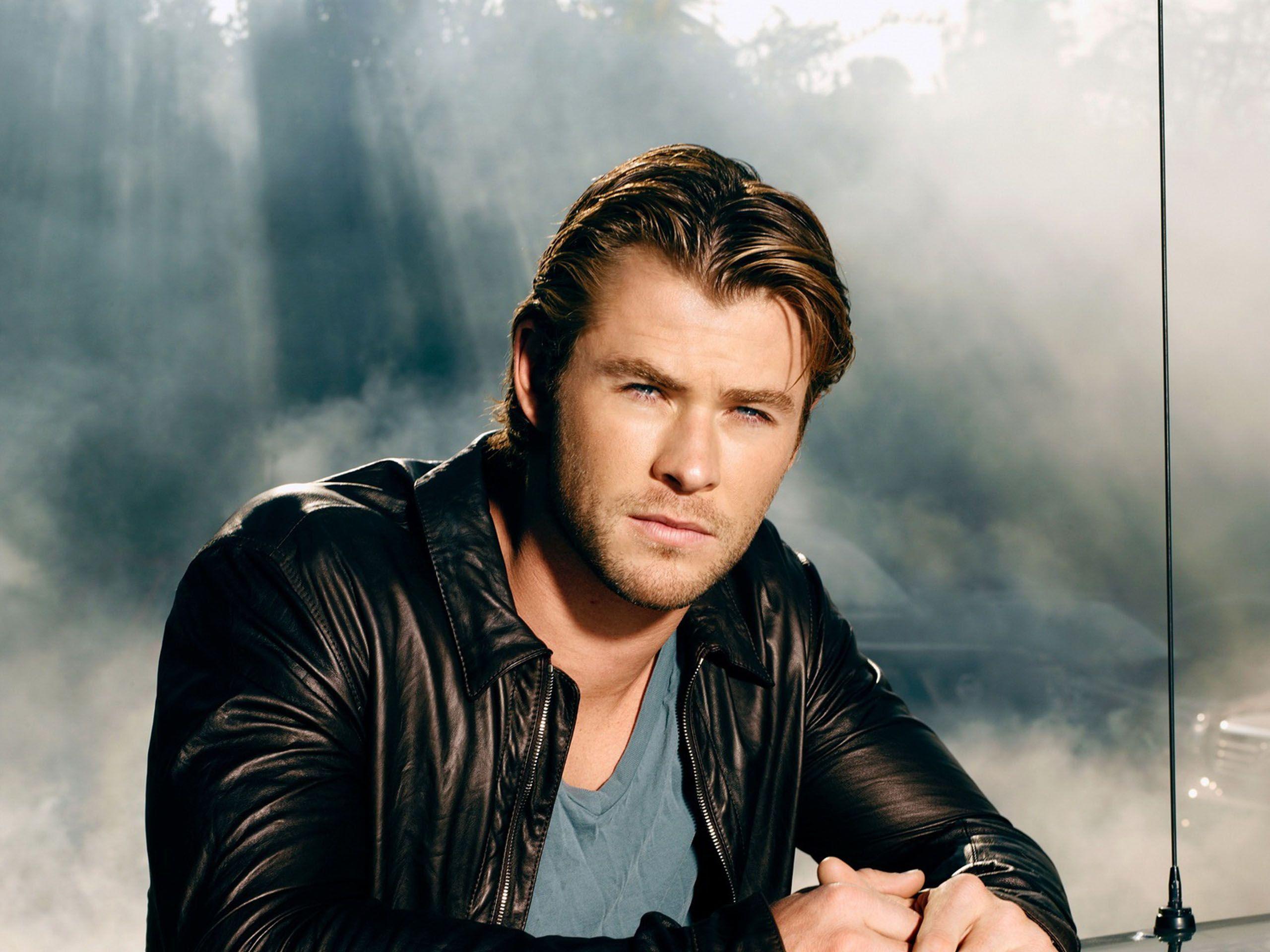 Chris Hemsworth Wallpapers 2560x1920