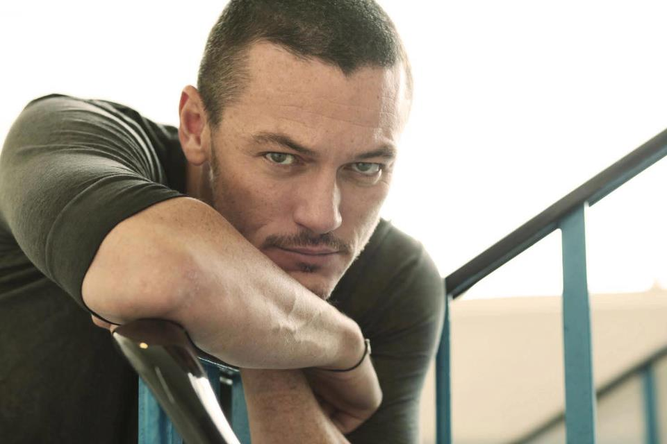 Luke Evans photos pictures stills images wallpapers gallery 960x640