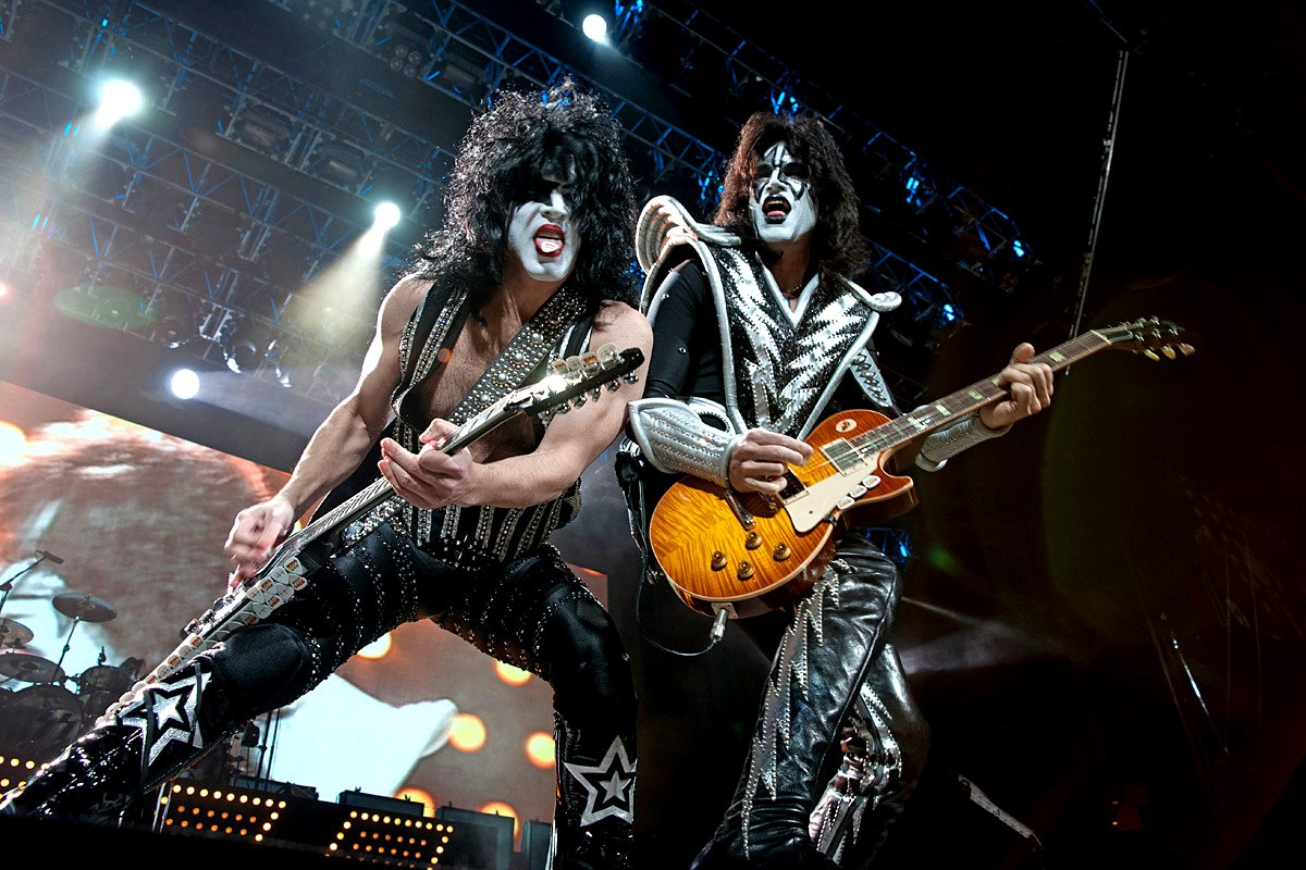 Kiss Wallpapers 1200x800