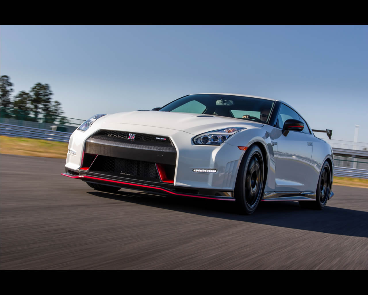 Wallpapers Nissan GT R Nismo 2014 click on image to enlarge 1280x1024