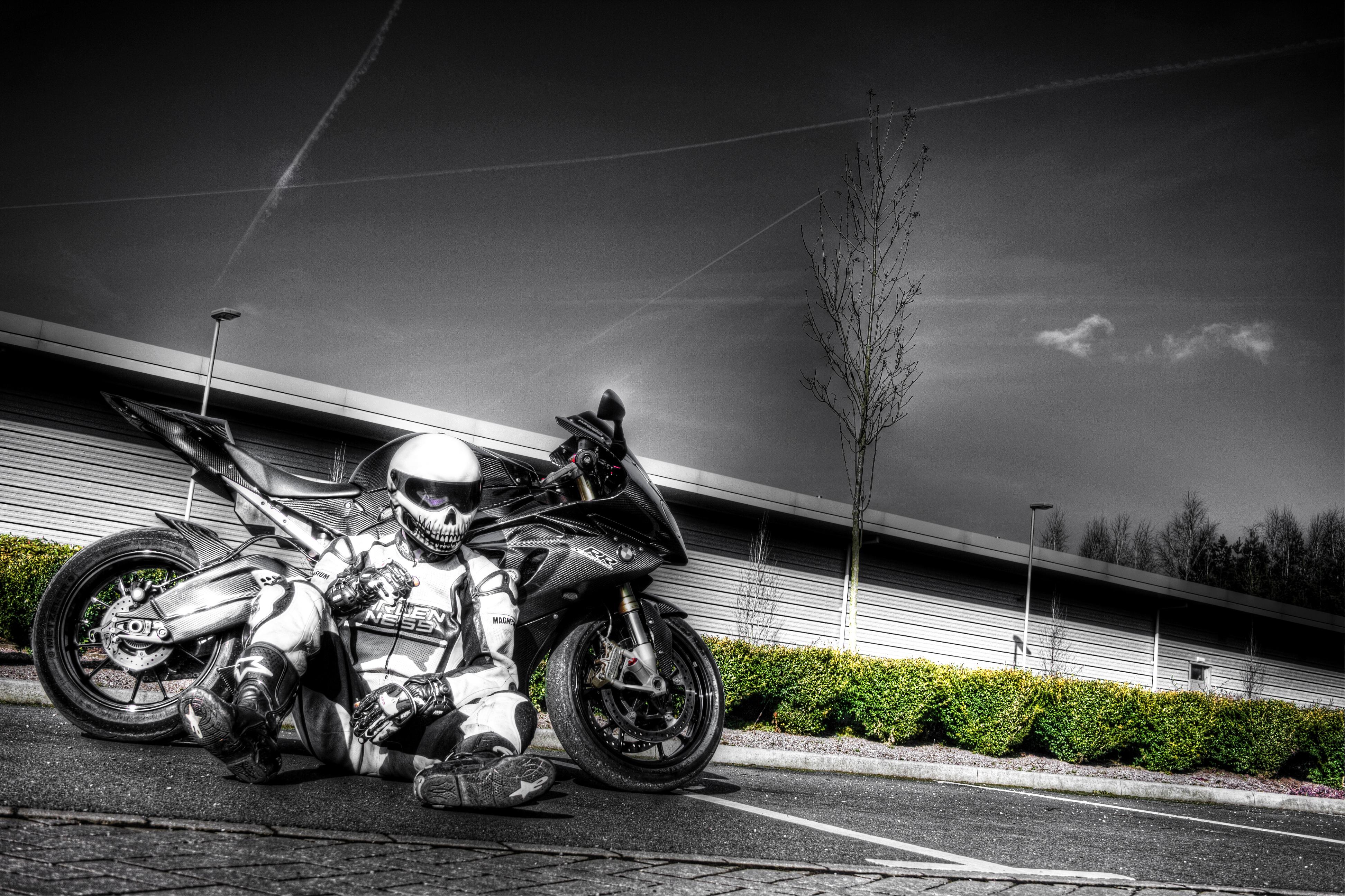 мотоциклы белый черный  № 23129  скачать