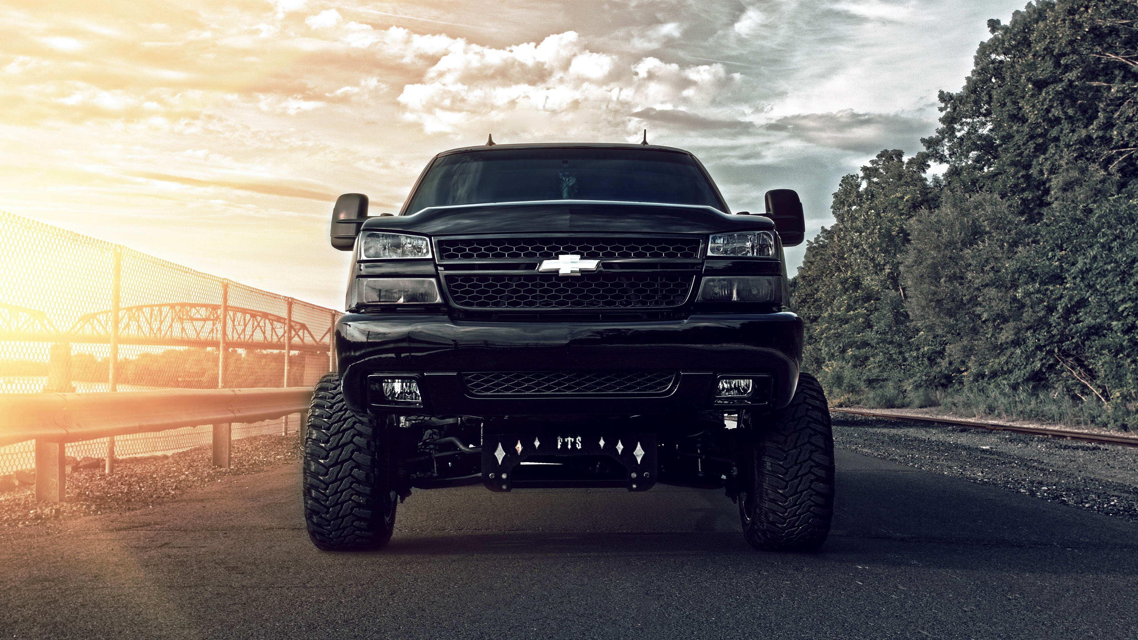 32+] Chevrolet Silverado Wallpapers on