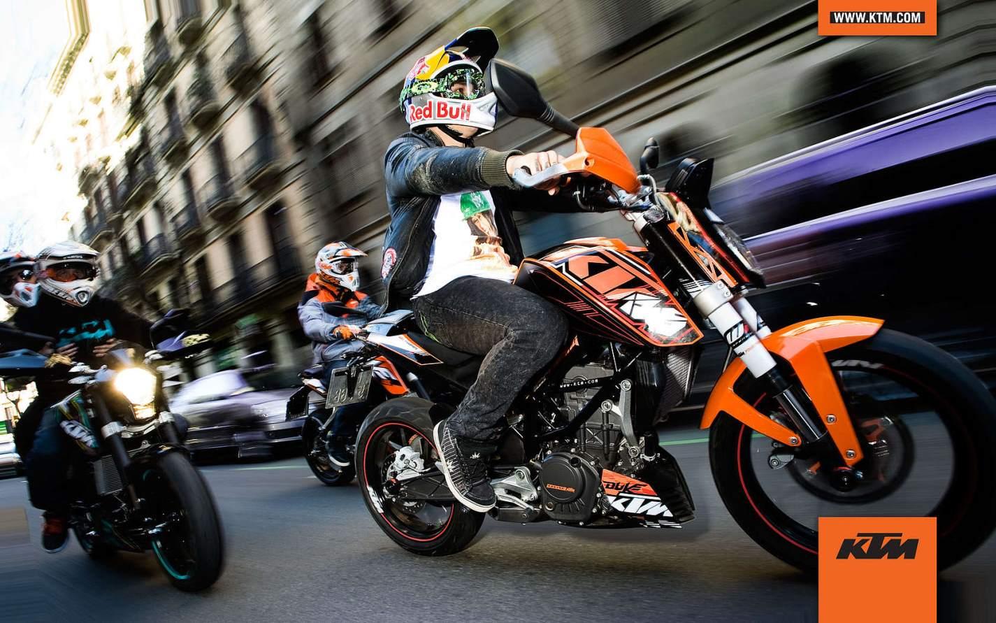 ktm duke 125cc with red bull helmet wallpaper 1425 891 1425x891