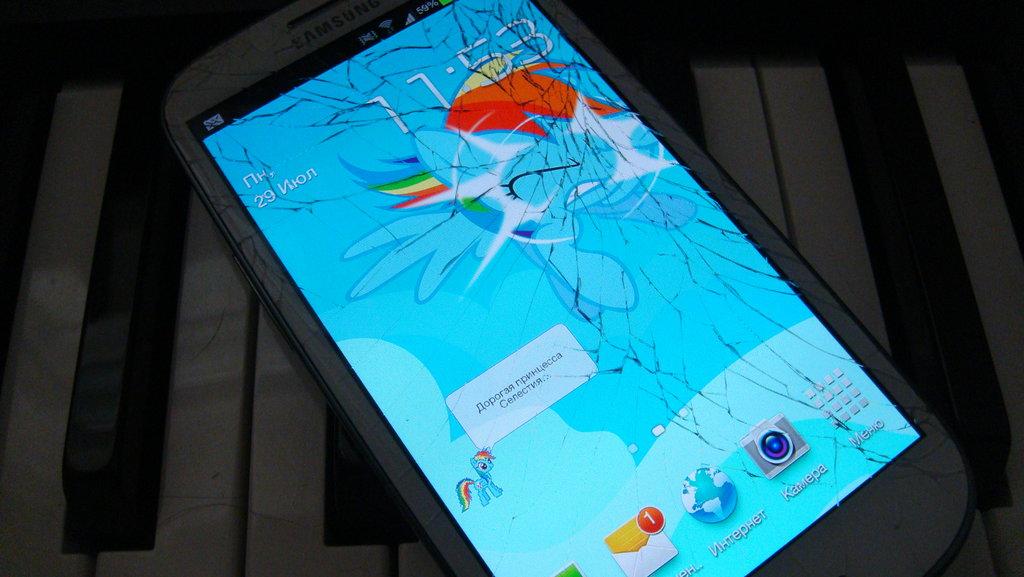 Rainbow Dash Brakes Samsung Galaxy SIII Screen by toyotajzx90 on 1024x577