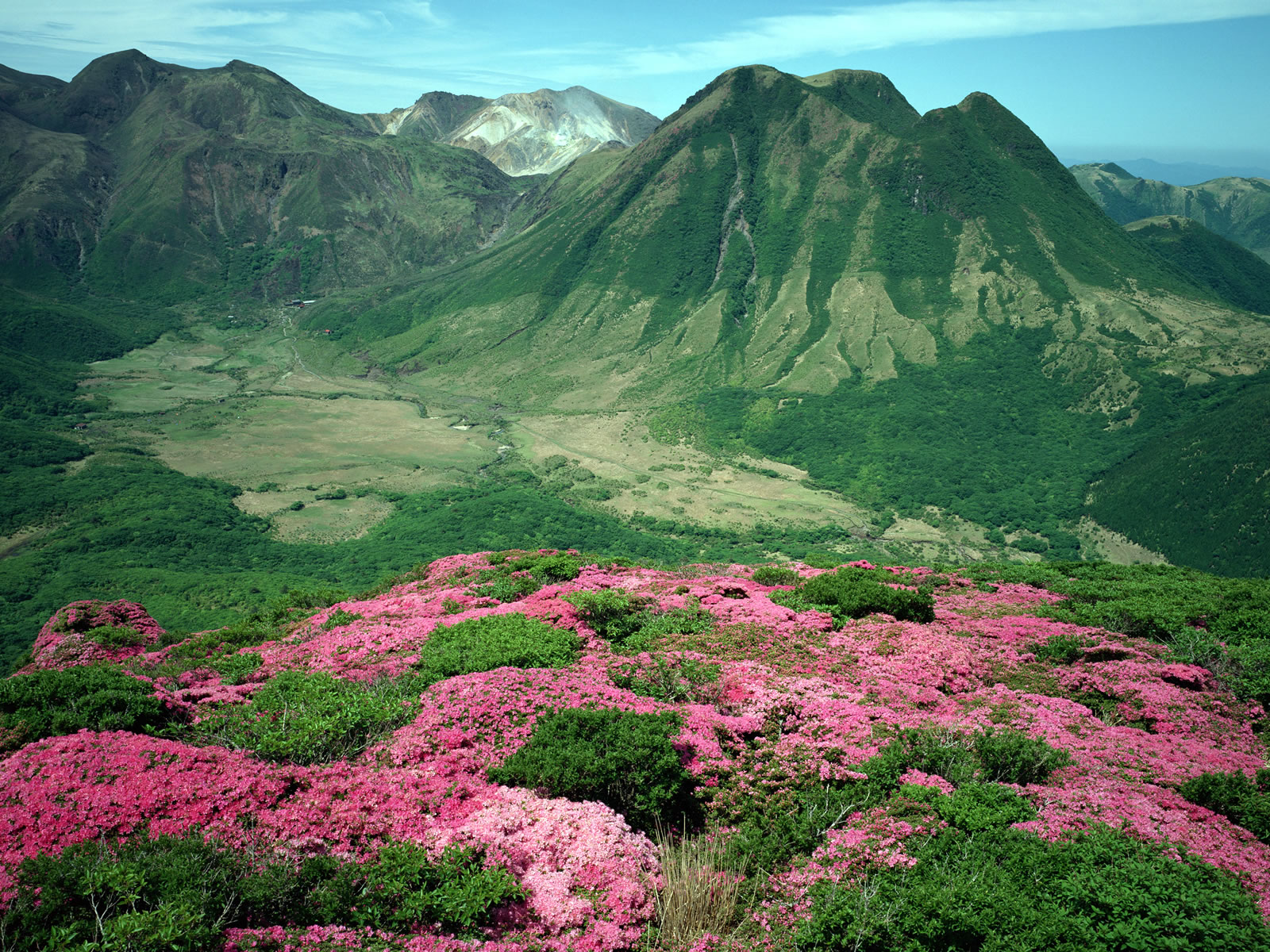 Download Mountain Valleys wallpaper green mountain range 1600x1200