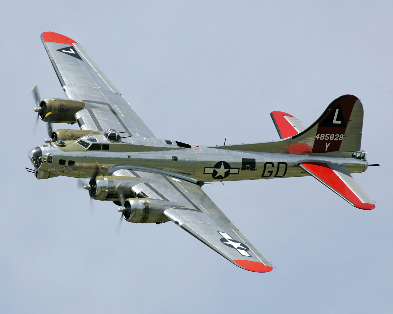 Military   Boeing B 17 Flying Fortress Wallpaper 1280x1024