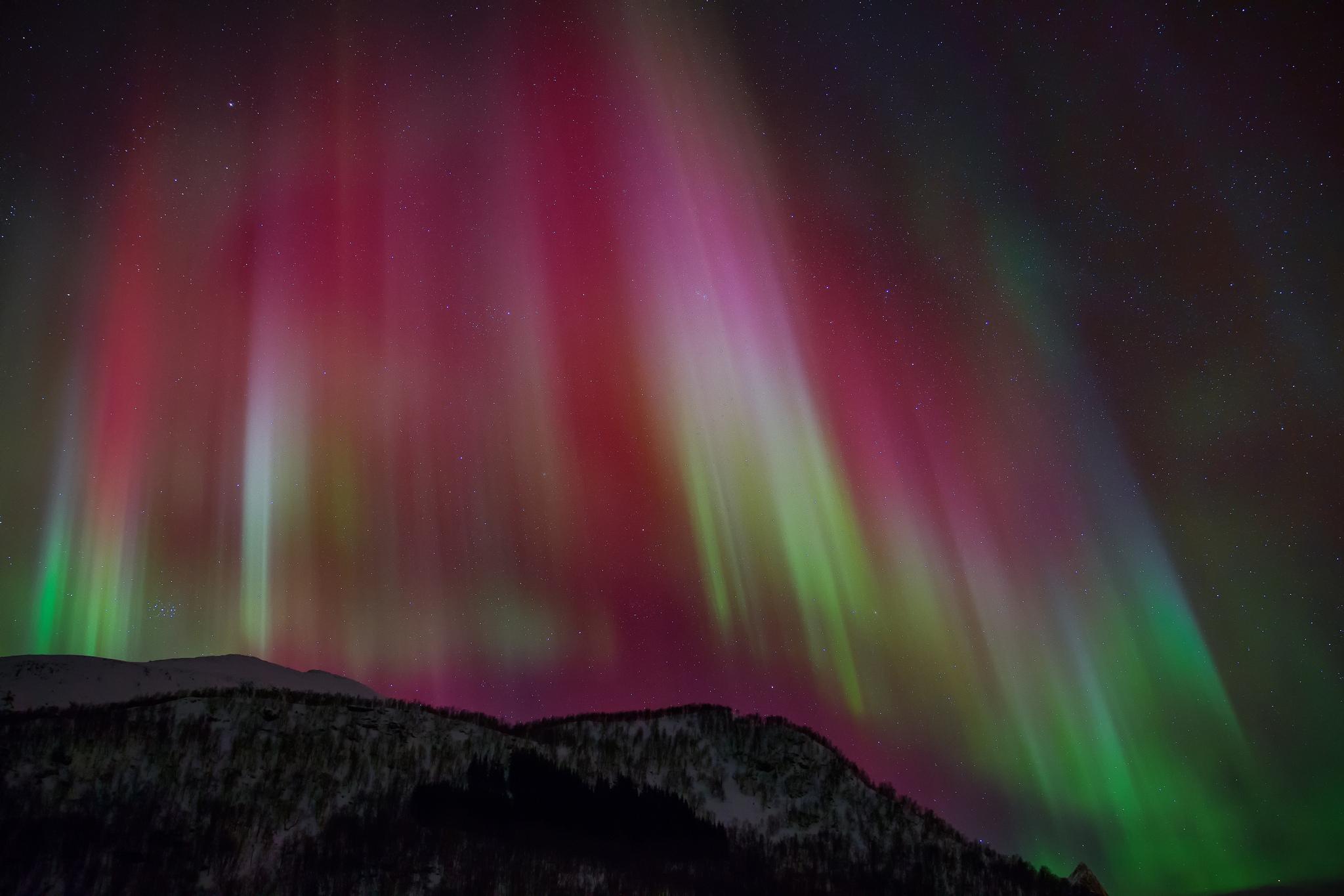 Aurora borealis the northern lights sky stars night wallpapers 2048x1365