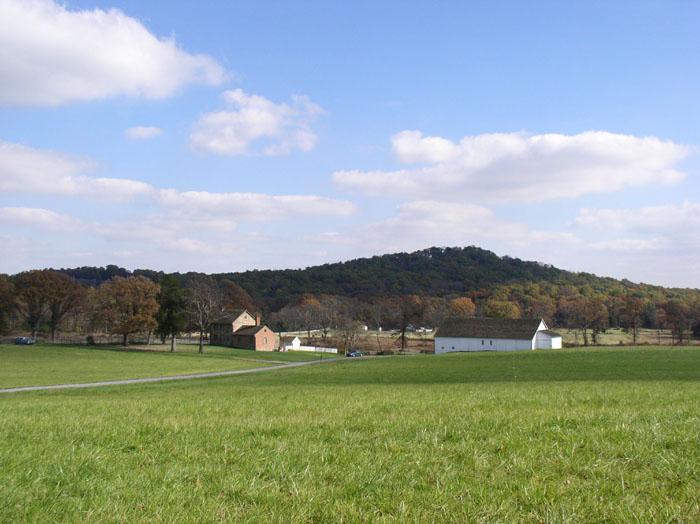 Lovella Licznar farm background 700x524