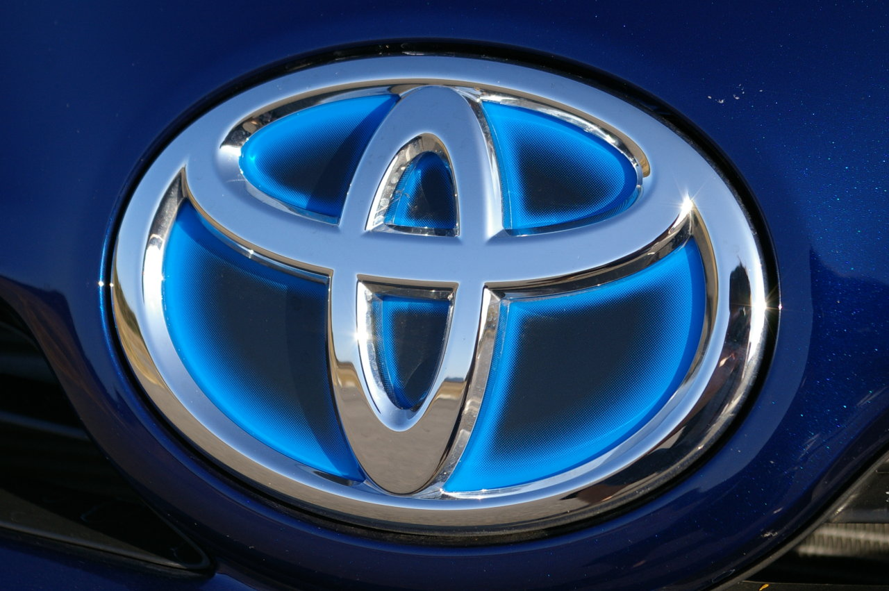 Toyota Prius 2010 Toyota Prius hybrid badge logo car toyota wallpaper 1280x851