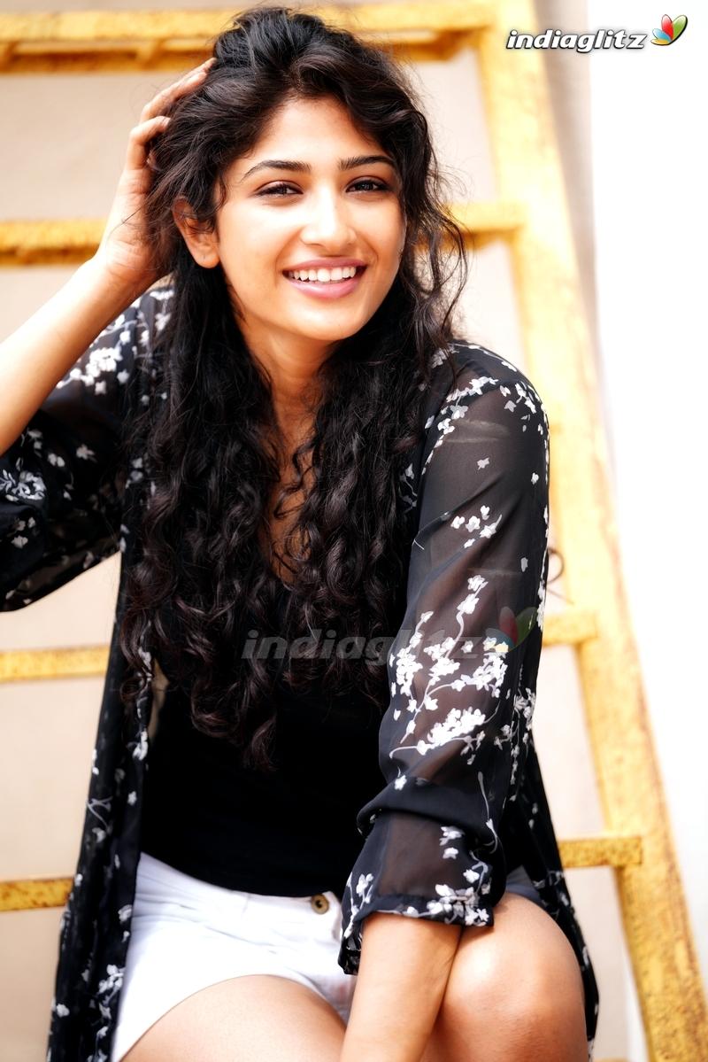 Roshini Prakash Photos   Tamil Actress photos images gallery 800x1199