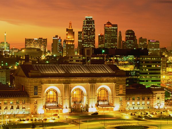 Built as a railroad station in 1914 Kansas Citys Union Station is 600x450