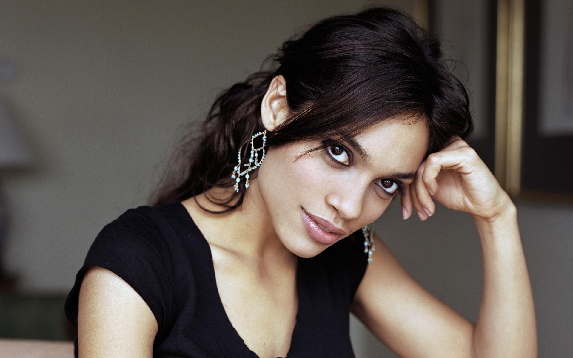 Gorgeous Rosario Dawson 38412 1920x1200px 1920x1200