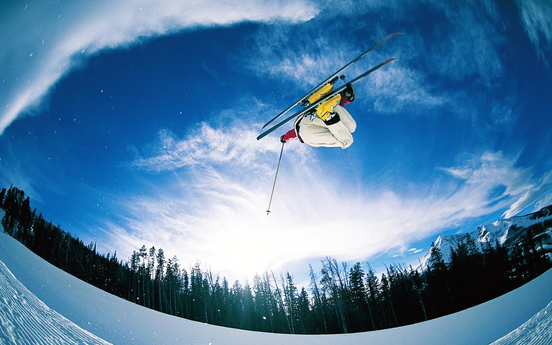 Лыжник прыжок горы небо  № 3309035 загрузить