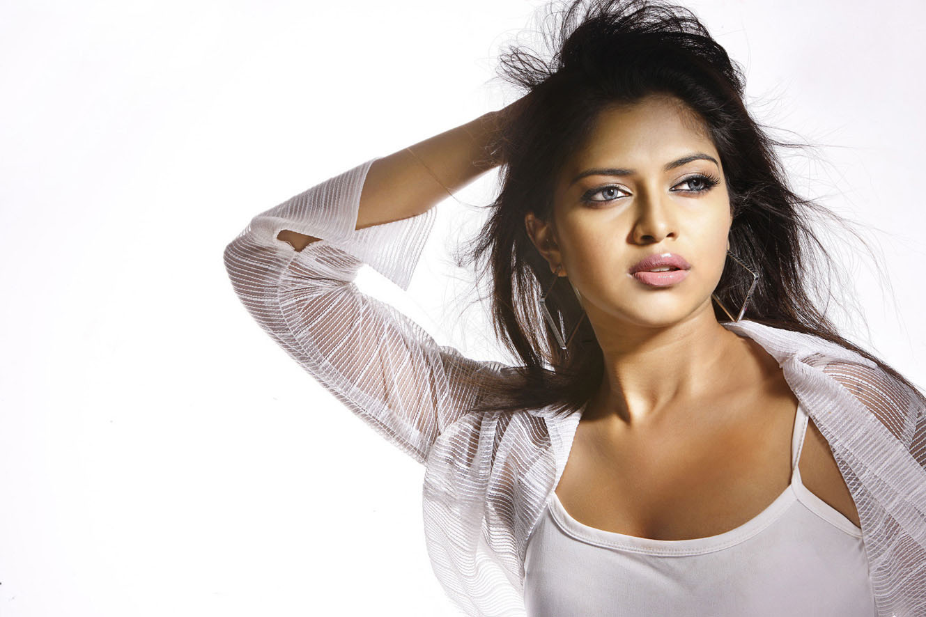 Amala Paul Nauty Wallpapers 1329x886