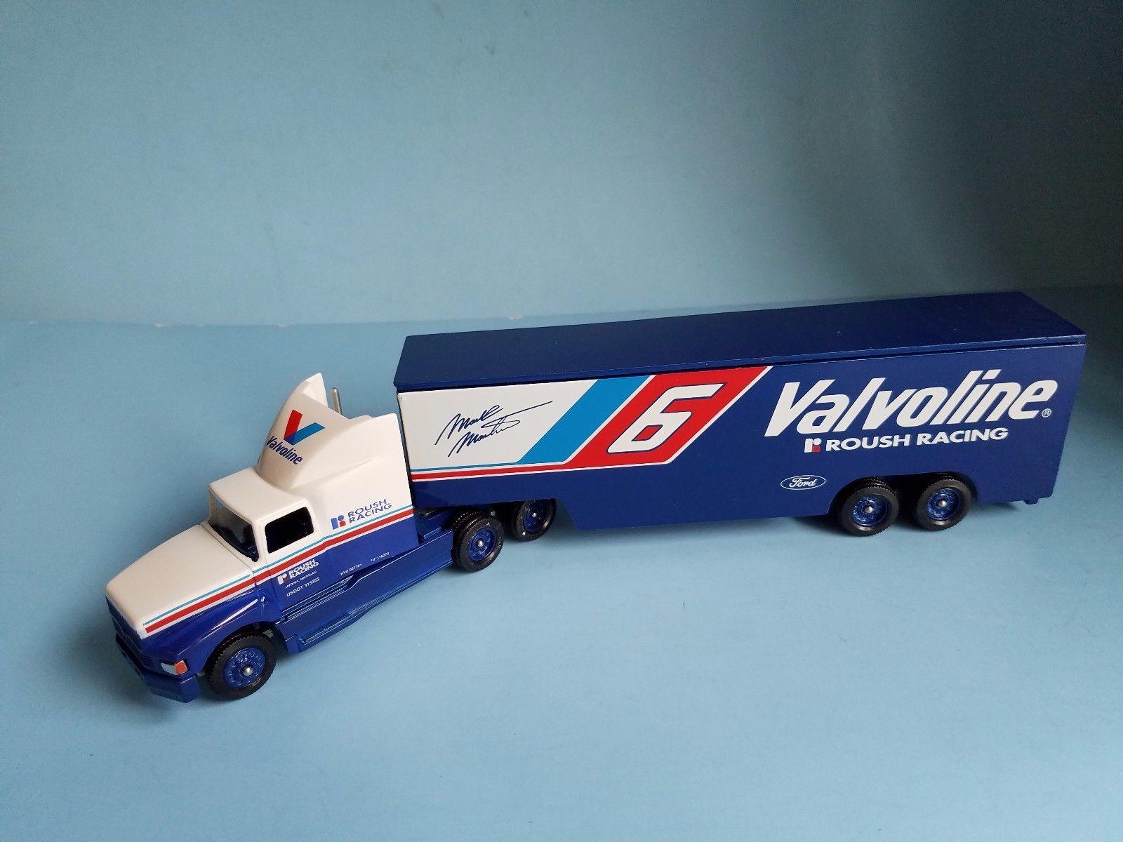 164 WINROSS AMERICAN RACING SCENE MARK MARTIN VALVOLINE 6 HAULER 1600x1200