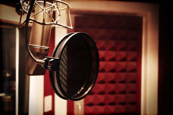 Recording Studio Vocal Booth Neumann U87   Mas Music Productions 600x398