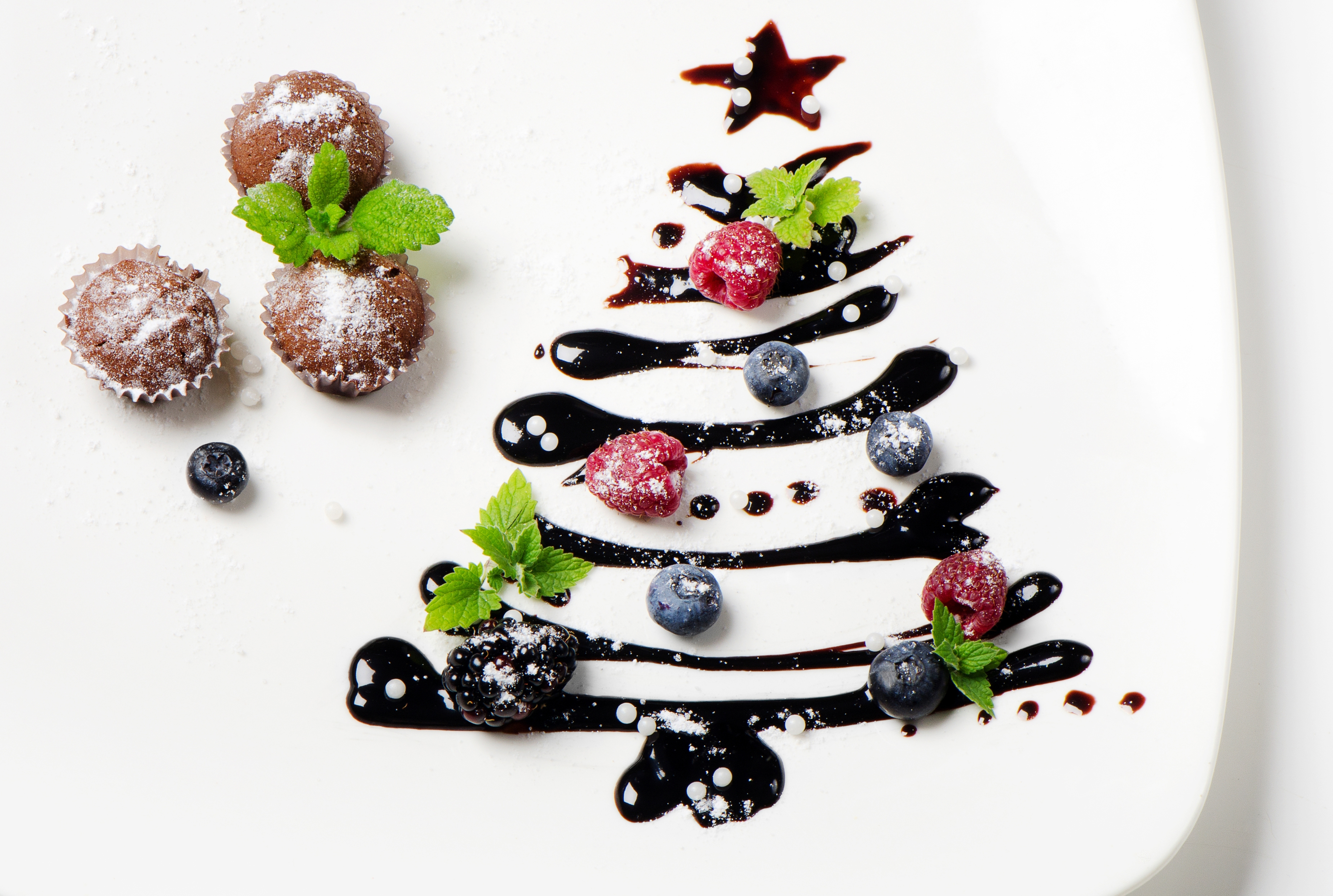 Cupcake Christmas tree berry wallpapers and images 5550x3730