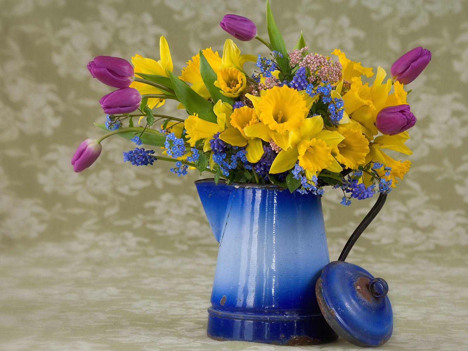 Spring Flower Arrangement Wallpapers Photos Pictures and Backgrounds 1600x1200
