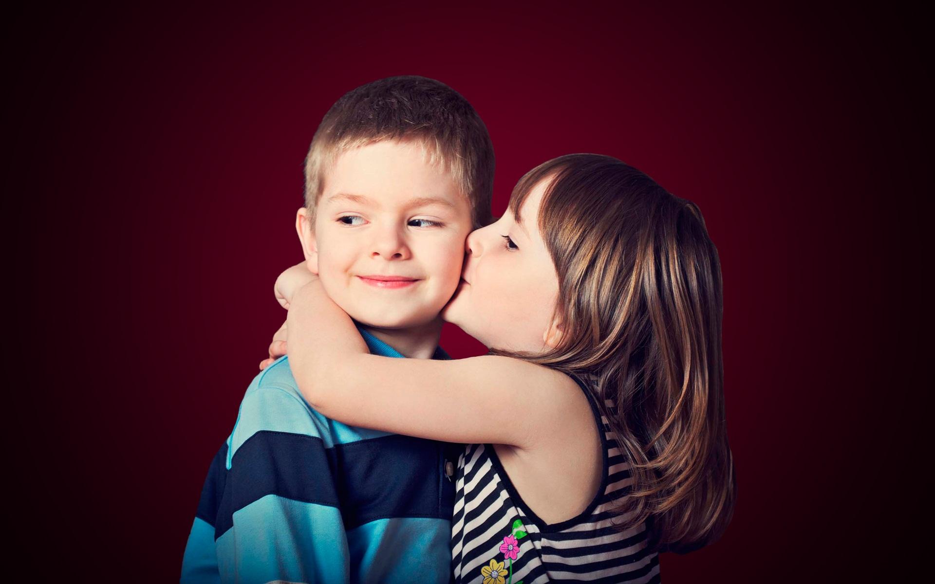 Little cute baby hug and kissing Beautiful hd wallpaper 1920x1200