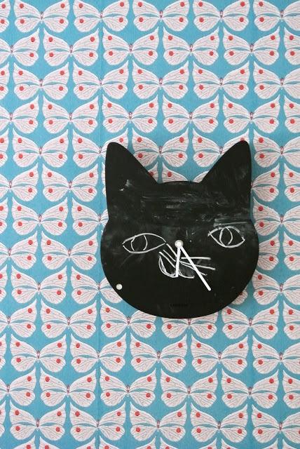 cat clock and butterfly wallpaper walls Pinterest 428x640