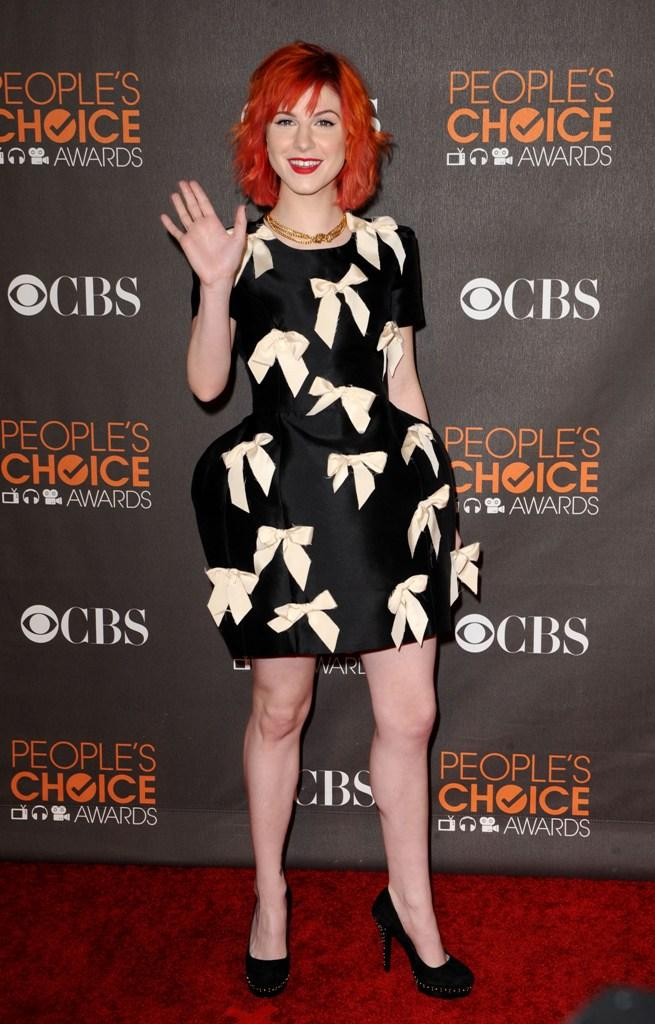 Hayley Williams in Beautiful Black Dress at 2010 Peoples Choice 655x1024