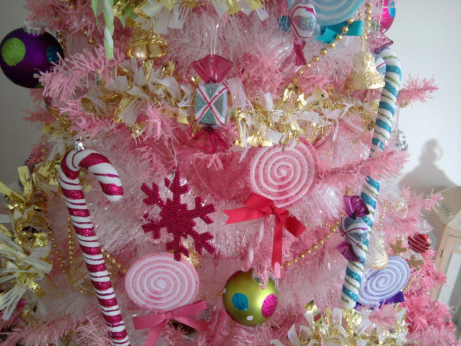Pink Christmas Tree Wallpaper Tree pink christmas tree 1600x1200