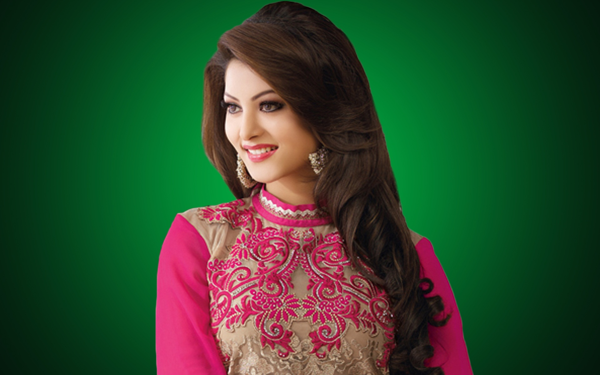 Urvashi Rautela Bollywood Actress HD Images HD Wallpapers 1920x1200