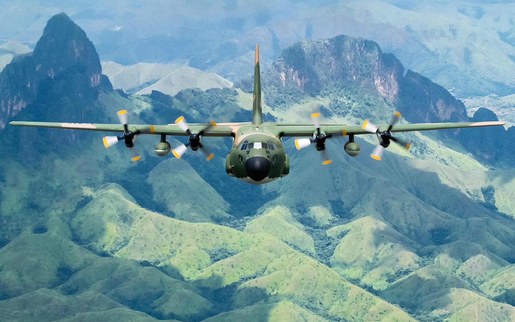 Download Lockheed C 130 Hercules wallpaper 1680x1050
