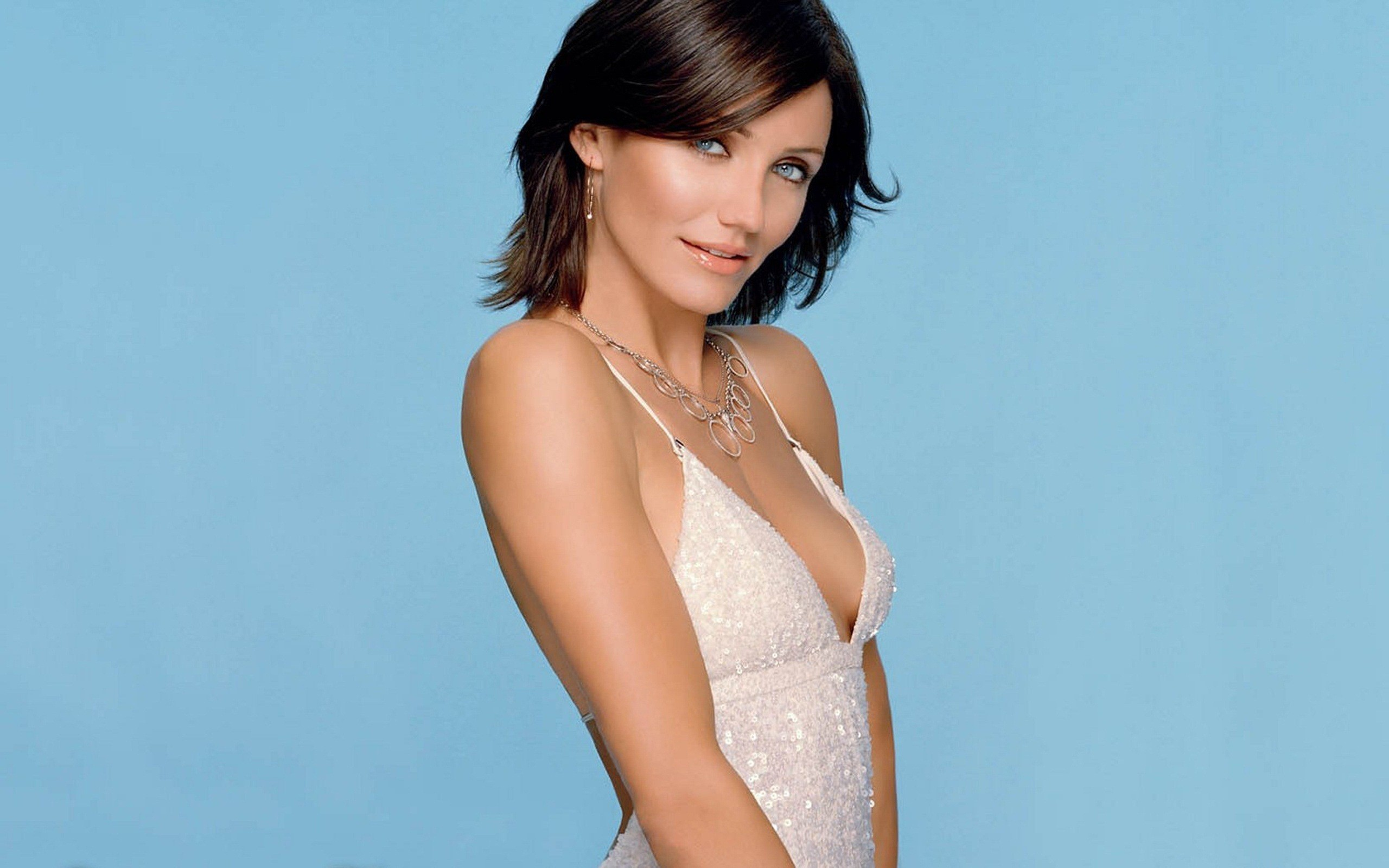 Cameron Diaz in White Top Actress HD Wallpapers 2560x1600