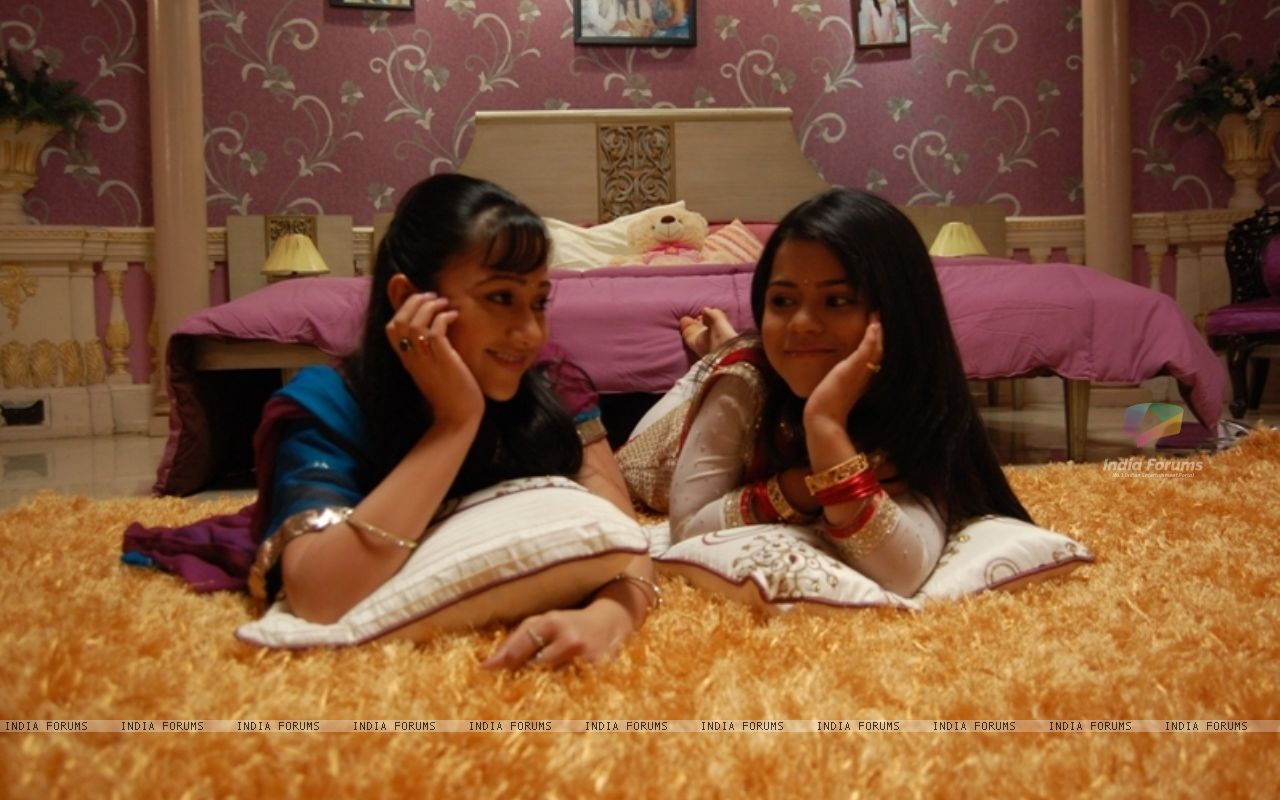 Bharati with her best friend   Wallpaper Size1280x800 1280x800