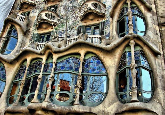 Gaudi Wallpaper 640x446