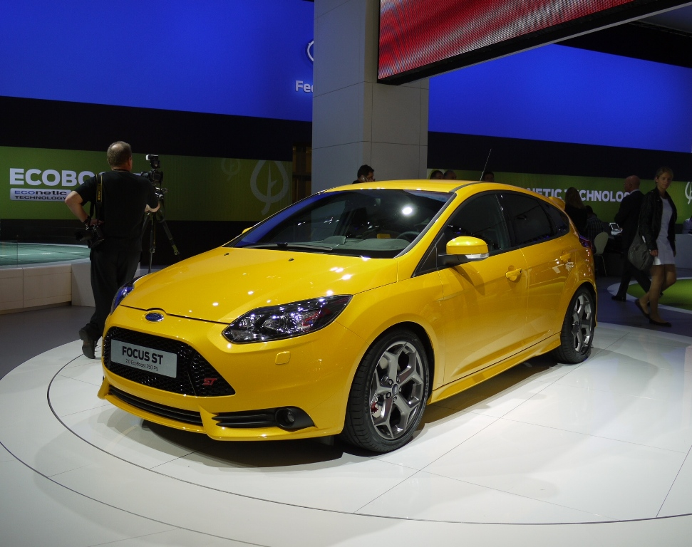 Sport Cars Ford Focus ST Wagon Hd Wallpapers 2012 971x768