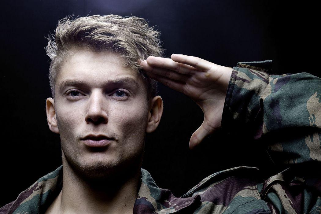 Hombre saludo militar wallpaper 4103x2735 976254 WallpaperUP 1050x700
