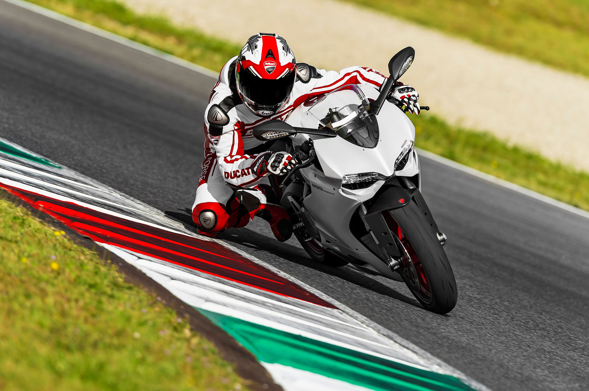 2014 Ducati Superbike 899 Panigale fg wallpaper 2014x1340 150892 2014x1340