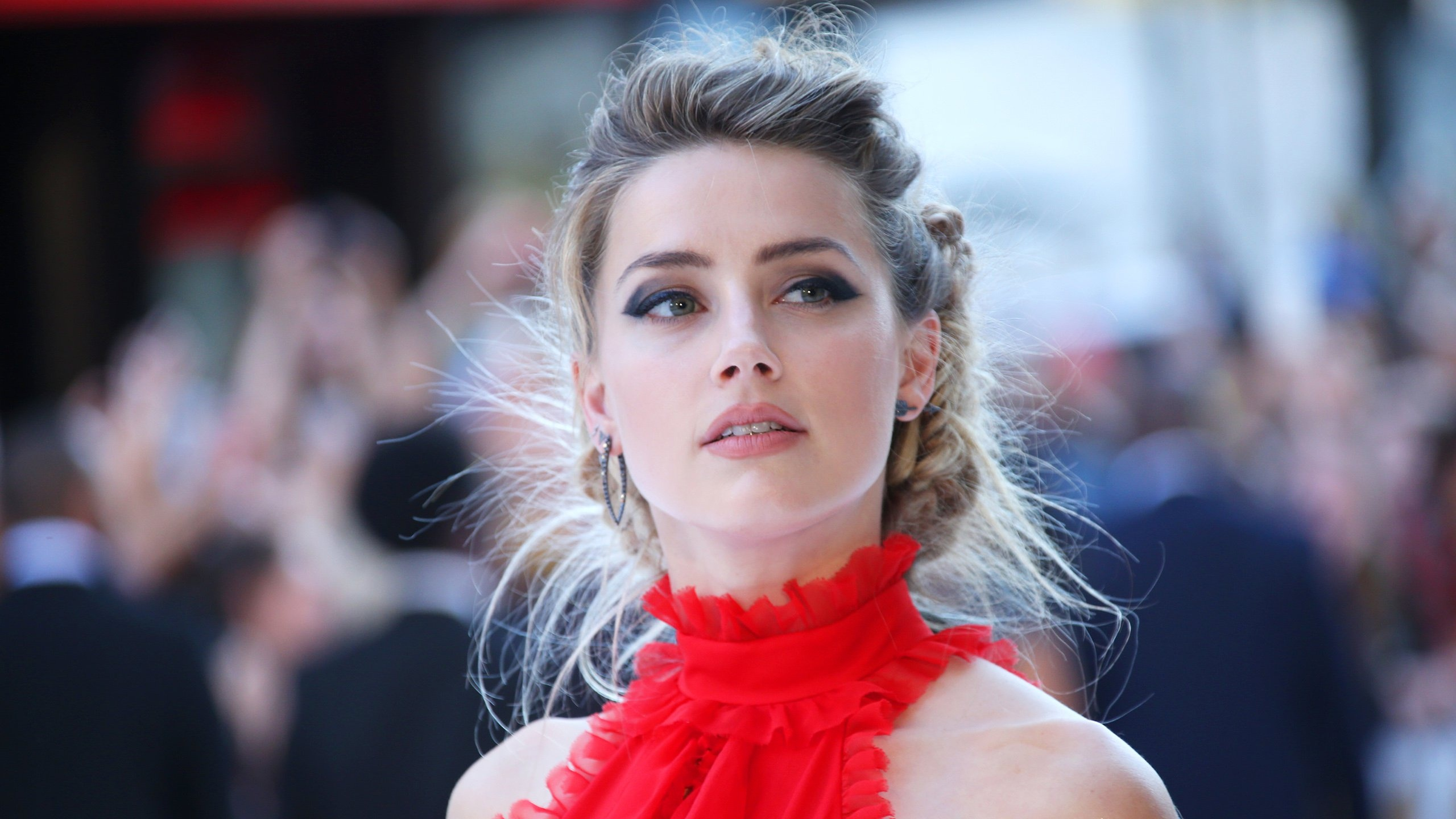 Amber Heard Wallpapers HD Backgrounds Images Pics Photos 2560x1440