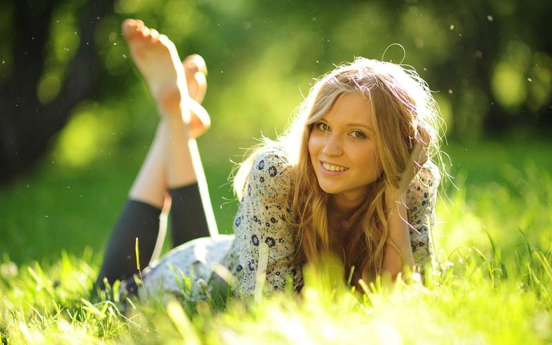 blondes women photography feet grass outdoors portrait barefoot 800x500