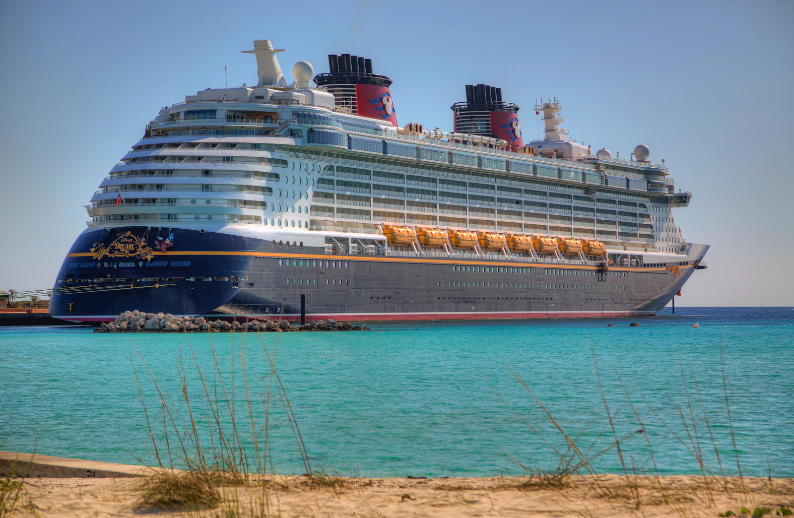 Disney Dream in Castaway Cay 1600x1044