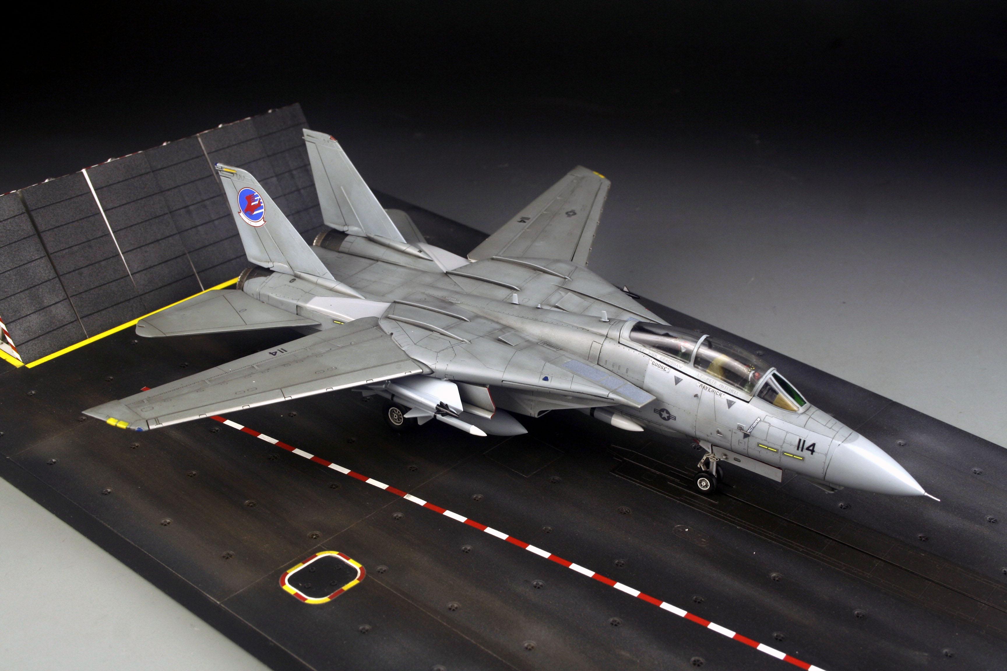 Award Winner Built 172 F 14 Tomcat Top Gun Movie DioramaDeckTom 3456x2304